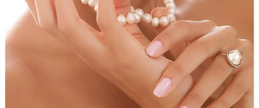 Pale pink or nude colour gel is subtle, elegant and complements just about any o…